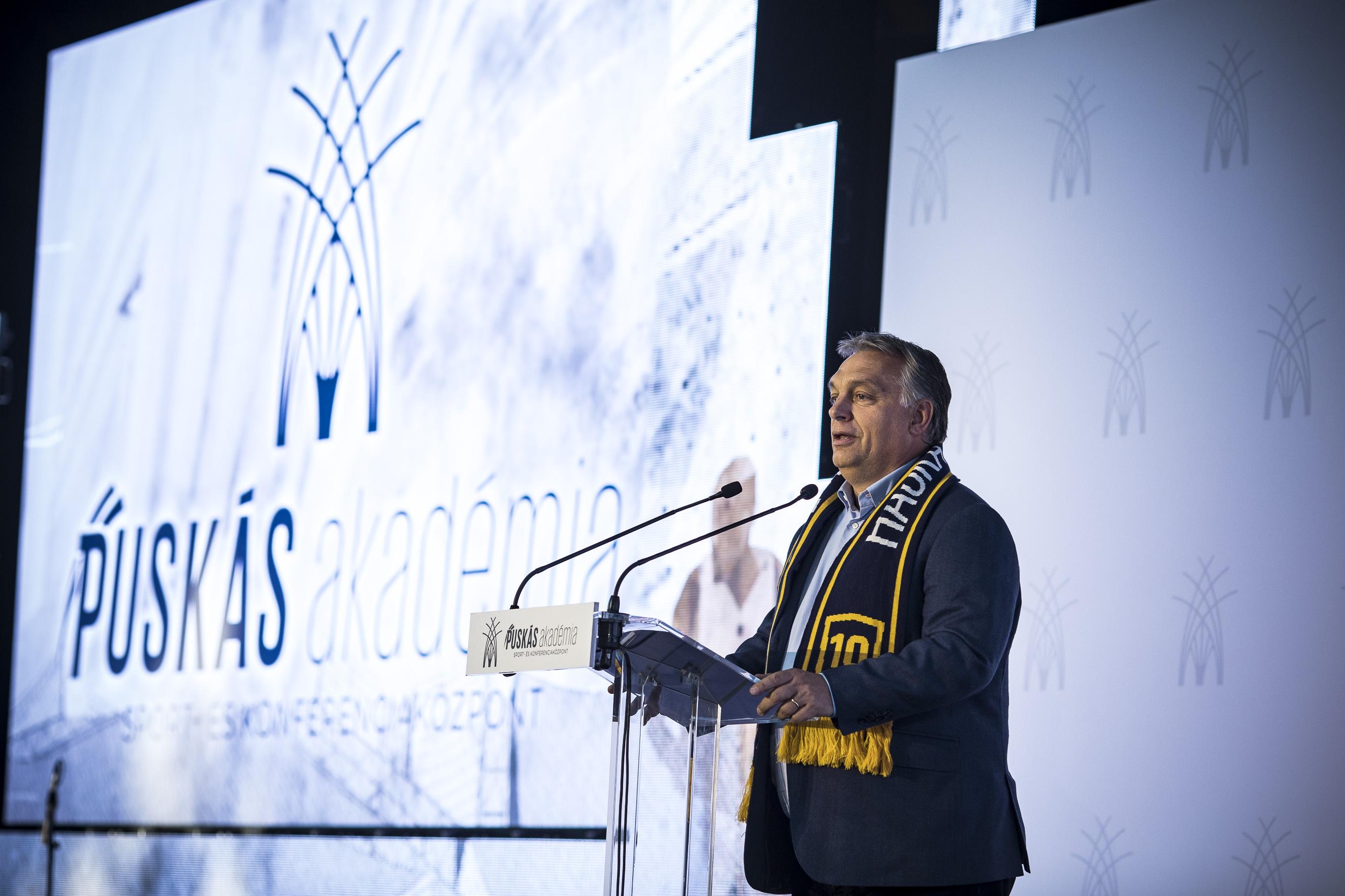 Orbán Viktor miniszterelnök beszédet mond Felcsúton, a Puskás Akadémia Sport- és Konferenciaközpontjának átadó ünnepségén 2018. október 13-án