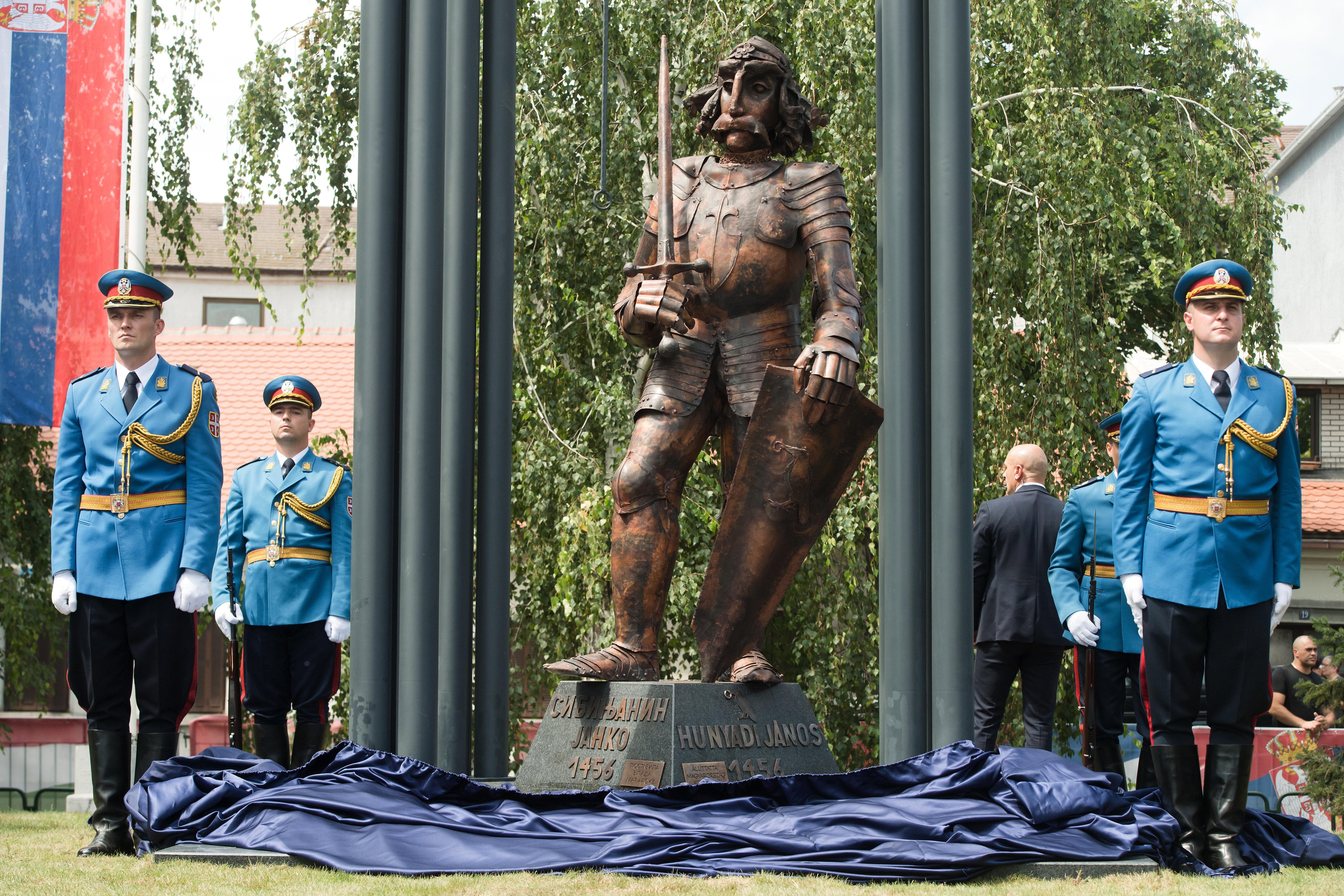 Hunyadi János újonnan felavatott szobra a Belgrádhoz tartozó Zimonyban 2019. július 22-én. (MTI/Koszticsák Szilárd)